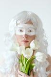 czarodziejska wiosna Młoda kobieta w białej peruce z Zdjęcia Stock