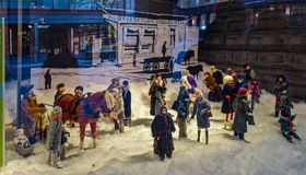 Czarodziejskie świąteczne nowego roku, bożych narodzeń witryny sklepowe i, zniewalająca zimy kraina cudów sytuacja w Jyvaskyla, zdjęcia royalty free
