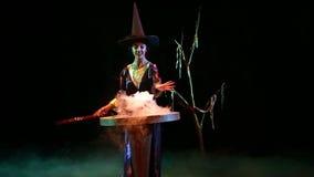 Czarownica angażująca w magii zdjęcie wideo