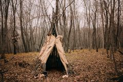 Czarownica namiot w jesień lesie zdjęcia royalty free