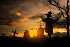 Czarownica w Halloween nocy Zdjęcie Royalty Free