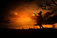 Czarownica w Halloween nocy Obrazy Stock