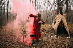 Czarownica w lesie Fotografia Royalty Free
