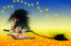 Czarownicy latanie na jej eco miotle Obraz Royalty Free