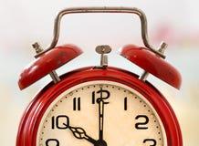 Czas - czerwoni budzików szczegóły Obrazy Royalty Free