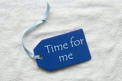 Czas Dla Ja Na Błękitnym etykietka piaska tle obraz stock