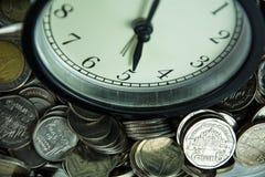 Czas i moneta Fotografia Royalty Free