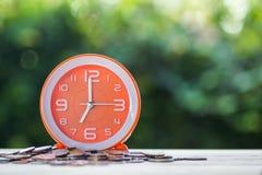 Czas i pieniądze inwestycja, ostatecznego terminu pieniądze pożyczkowy pojęcie zdjęcie stock