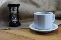 Czas kawa, kawowy kubek na stole i miejsce dla pisać, Zdjęcie Royalty Free