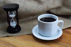 Czas kawa, kawowy kubek na stole i miejsce dla pisać, Obrazy Royalty Free