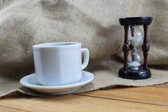 Czas kawa, kawowy kubek na stole i miejsce dla pisać, Zdjęcie Stock