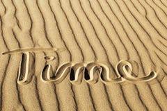 Czas Pisać w Pluskoczącym piasku przy Wielkim piasek diun obywatela Pa Zdjęcie Stock