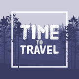 Czas podróżować list w dzikim lasowym tle z sosny ilustracją Zdjęcia Stock