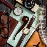 Czas podróżować pojęcie, modnisia mieszkanie nieatutowy mapa paszportowy kompas a Fotografia Royalty Free