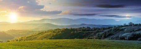 Czas zmiana nad panorama Romania wieś zdjęcia royalty free