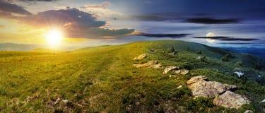 Czas zmiana nad wysokogórska łąki panorama fotografia stock