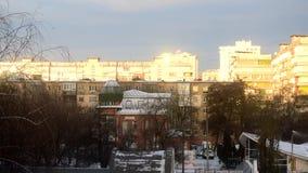 Czasu upływ świt w mieście w zimie z budynkami mieszkaniowymi zdjęcie wideo