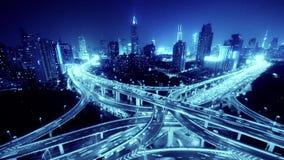 Czasu upływ autostrady miasta godziny szczytu ciężkiego ruchu drogowego dżemu ruchliwie autostrada przy nocą zbiory