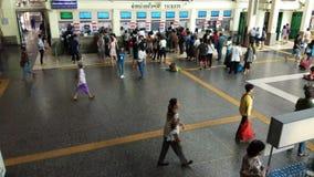 Czasu upływ Bangkok stacji kolejowej hua wielka i ruchliwie stacyjna stacja kolejowa w Bangkok, Tajlandia zdjęcie wideo