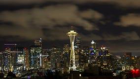 Czasu upływ chmury nad w centrum pejzażem miejskim w Seattle WA jeden wczesny poranek przy świtem zbiory
