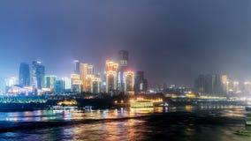 Czasu upływ Chongqing, Porcelanowa miasto linia horyzontu na jangcy przy nocą zbiory wideo