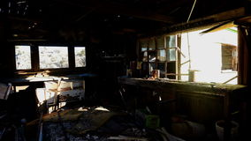 Czasu upływ Lekcy promienie w zapamiętanie domu podczas wschodu słońca zbiory wideo