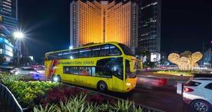 Czasu upływ noc ruch drogowy i hotelu budynek zbiory wideo