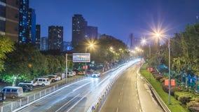Czasu upływ ruchliwie ruch drogowy przy nocą w Chongqing zbiory
