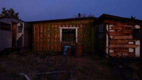 Czasu upływ zapamiętanie dom w pustyni przy nocą - 4K zbiory