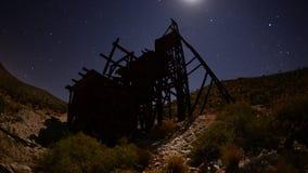 Czasu upływ zapamiętanie kopalnia złota przy nocą - 4K zdjęcie wideo