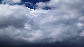 Czasu upływu białych bufiastych chmur zamknięty up zdjęcie wideo