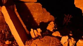 Czasu upływu Dolly zapamiętanie budynku ruiny przy nocą zdjęcie wideo