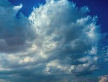 Czasu upływu klamerka białe puszyste chmury nad niebem zdjęcie wideo