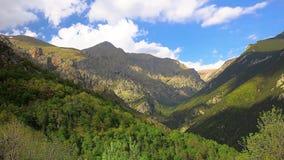 Czasu upływu materiał filmowy od dolinnej pobliskiej doliny Nuria w górach Pyrenees w Catalonia, Hiszpania zbiory