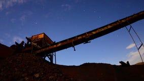 Czasu upływu niecka zapamiętanie kopalnia przy nocą - 4K zbiory wideo