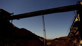 Czasu upływu niecka zapamiętanie kopalnia przy nocą - 4K zbiory