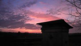 Czasu upływu burzy wieczór chmurnieje chodzenie nad polem zbiory