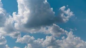 Czasu up?ywu natury t?a chmur Z?owieszczy dryf przez niebo wolno, zagra?a deszcz zbiory wideo