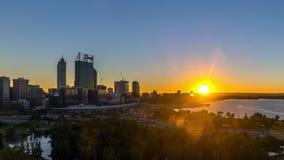 Czasu upływ Wschód słońca przy Perth miasta linią horyzontu, Australia zbiory