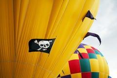 Czaszki i Crossbones gorącego powietrza balon Obrazy Royalty Free