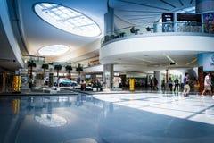 Częściowy wnętrze SM centrum handlowe Azja w Filipiny Obrazy Stock