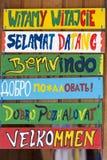 Cześć drewniany podpisuje wewnątrz różnorodnych języki obrazy royalty free
