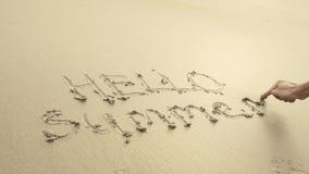 CZEŚĆ lato pisać na plażowym piasku mył zawsze fala Zdjęcia Royalty Free