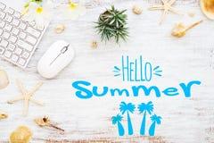 Cze?? lato podr??y wakacje planistyczny poj?cie Mieszkanie nieatutowego wakacje letni t?a plakatowy poj?cie Cze?? lato tekst na b obrazy stock
