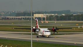 Czech Airlines echa en chorro haciendo el taxi en el aeropuerto de Francfort, FRA metrajes