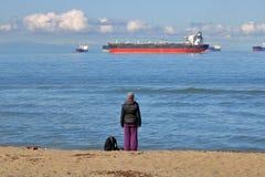 Czekać Jej statek zdjęcia stock