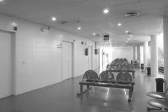 Czekanie operaci i terenu pokoje przy szpitalem ześrodkowywają obraz stock