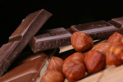 czekoladę orzechy Obrazy Royalty Free