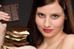 czekolada cieszy się zdrowej portreta cukierków kobiety Fotografia Royalty Free