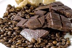 Czekolada z kawowymi fasolami z brown cukierem obrazy stock